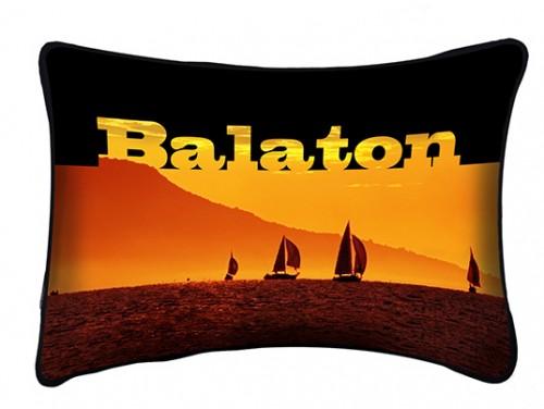 (PB001) Párna 37 cm x 27 cm - Narancs Vitorlás - Balatonos Ajándéktárgyak