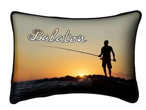 (PB006) Párna 37 cm x 27 cm - Horgász - Balatonos Ajándéktárgyak
