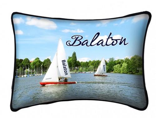 (PB007) Párna 37 cm x 27 cm - Vitorlások - Balatonos Ajándéktárgyak