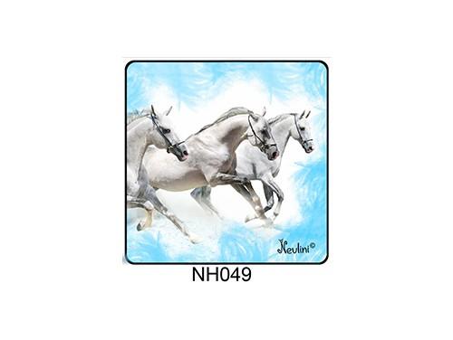 (NH049) Hűtőmágnes 7,5 cm x 7,5 cm - Fehér lovak - Lovas ajándékok
