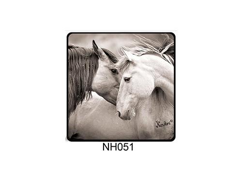 (NH051) Hűtőmágnes 7,5 cm x 7,5 cm - Ló pár fekete-fehér - Lovas ajándékok