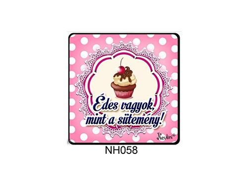 (NH058) Hűtőmágnes 7,5 cm x 7,5 cm - Édes vagyok, mint a sütemény - Vicces Ajándékok