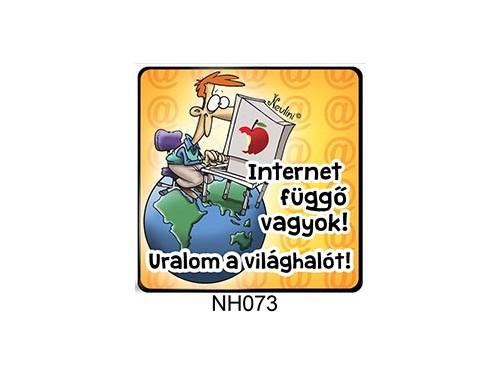 (NH073) Hűtőmágnes 7,5 cm x 7,5 cm - Internet függő vagyok - Ajándék Informatikusoknak
