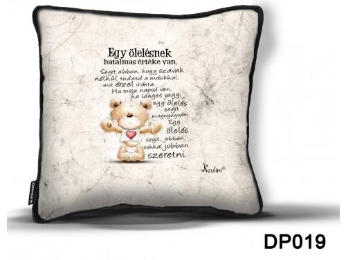 (DP019) Díszpárna 26 cm x 26 cm - Egy ölelés – Szerelmes ajándék