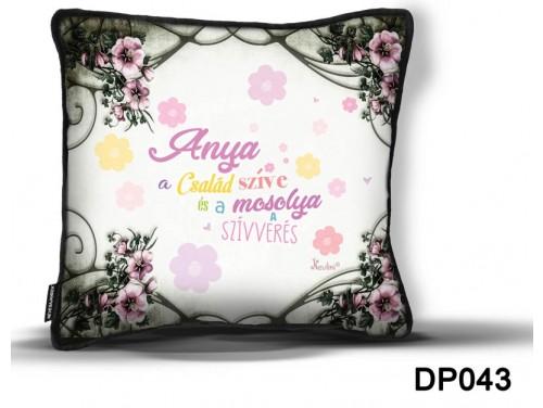 (DP043) Díszpárna 26 cm x 26 cm - Anya a család szíve – Anyák Napi Ajándékok – Ajándék Anyáknak