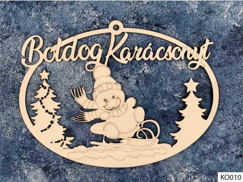 (KO010) Ajtódísz 18 cm x 25,5 cm - Szánkós Hóember - Karácsonyi Ajtó Dekoráció Fából