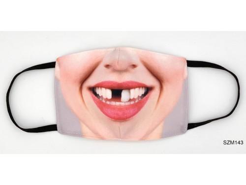(SZM143) Szájmaszk - Vicces foghíjas női arc mintás szájmaszk