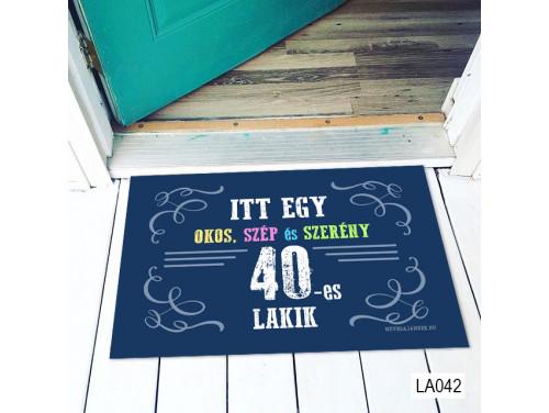 (LA042) Lábtörlő - Itt egy okos 40-es Lábtörlő -  40. Szülinapi  Ajándék