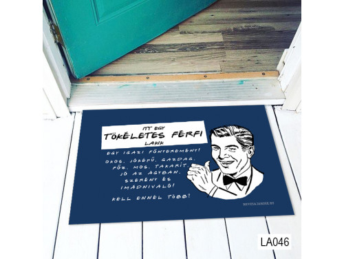 (LA046) Lábtörlő - Itt egy tökéletes férfi Lábtörlő -  Ajándék Féfiaknak